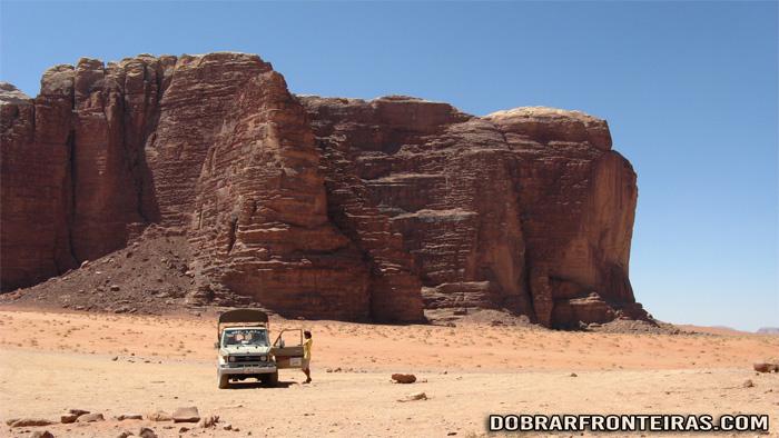 A nossa viatura todo-o-terreno no deserto de Wadi Rum