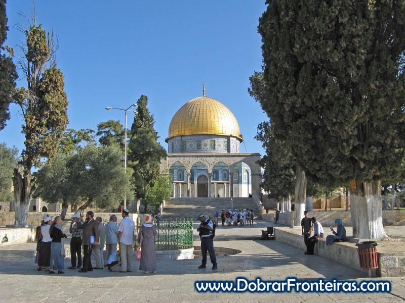 A cúpula dourada do Domo da Rocha em Jerusalém