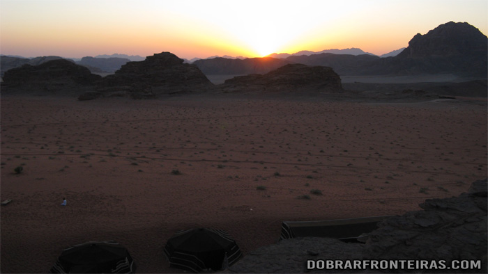 Por do Sol sobre o nosso acampamento no deserto
