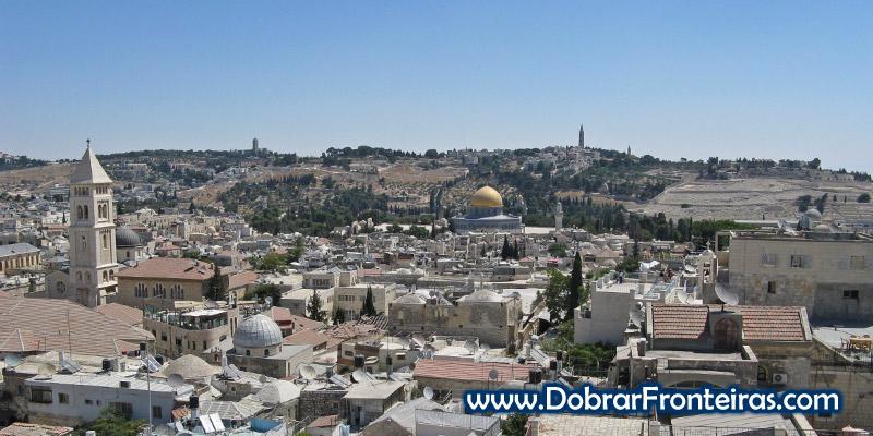 Cidade de Jerusalém vista do terraço do Petra Hostel