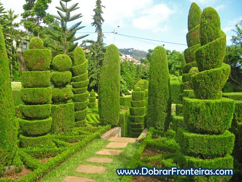 Esculturas de arbustos no jardim botânico