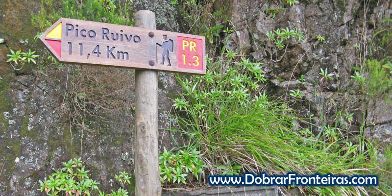 Placa na Encomeada, indicando o trilho para o Pico Ruivo