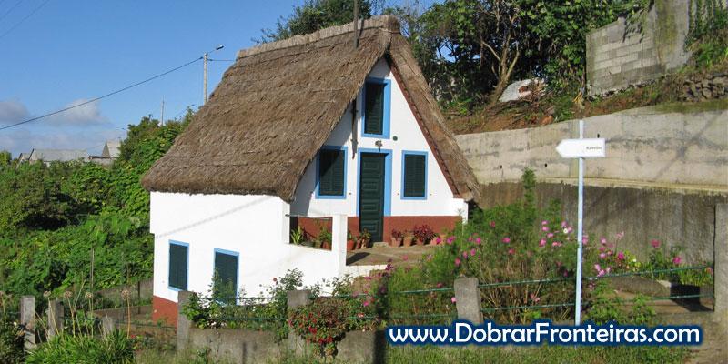 Casa particular com telhado de colmo em Santana, ilha da Madeira