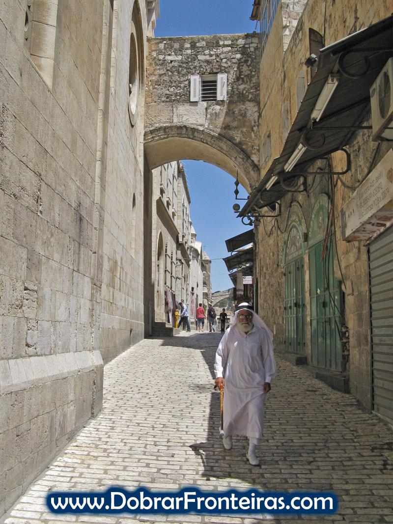 Caminhando pelas ruas da cidade velha de Jerusalém