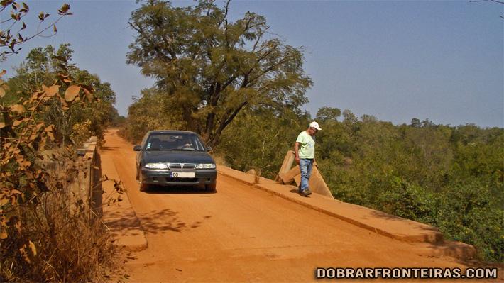 Chegada à fronteira da Guiné-Bissau em Pirada, 5000km depois