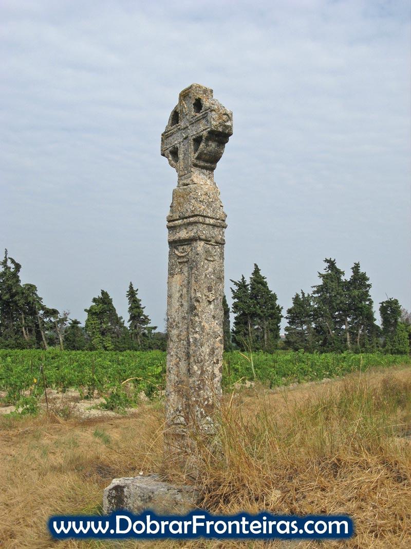 Cruzeiro de pedra relembra o sagrado que é o Caminho de Santiago