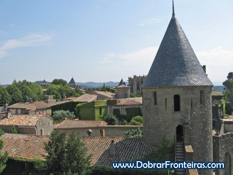Telhados do interior das muralhas da cidade medieval de Carcassone