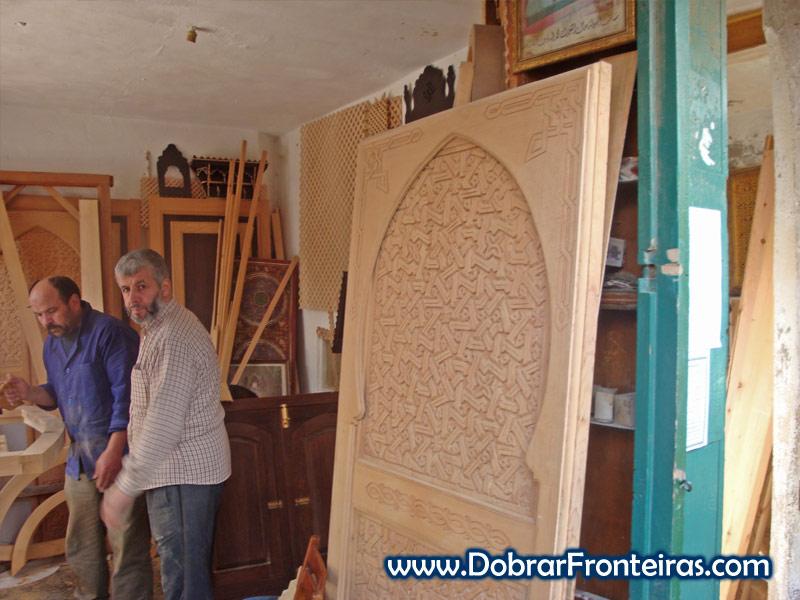 Carpinteiros nas ruas da cidade de Tétouan