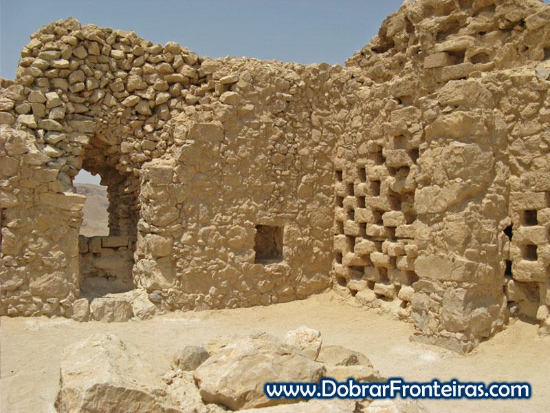 Pombais nas ruínas da cidade de Massada