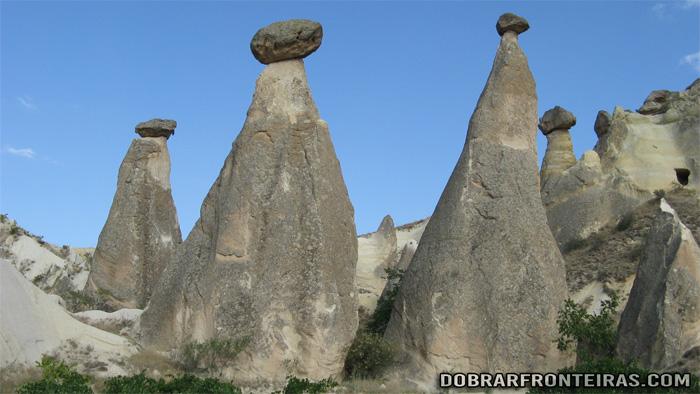 Chaminés de fada próximo de Çavusin na Capadócia