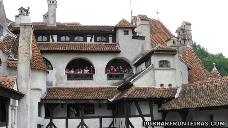 Varandas e varandinhas no castelo de Bran, Roménia