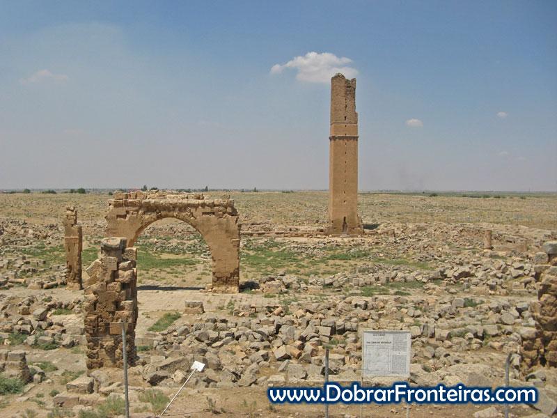Restos da grande mesquita de Harran