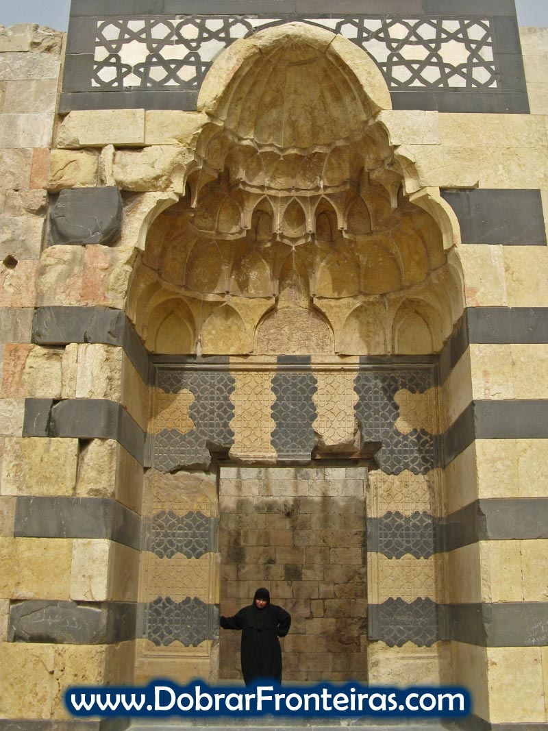 Mulher na cidadela de Aleppo, Síria