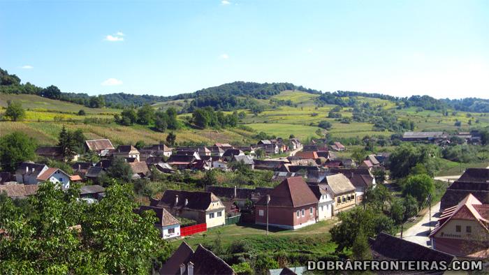 Paisagem da aldeia de Biertan na Transilvânia, Roménia