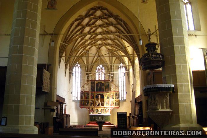 Interior da igreja de Biertan na Roménia