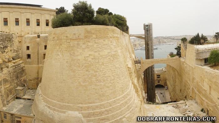 Colossais muralhas das fortalezas de Valletta, Malta