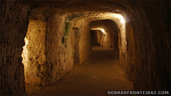 Túneis de abrigo escavados na segunda guerra mundial em Rabat, Malta
