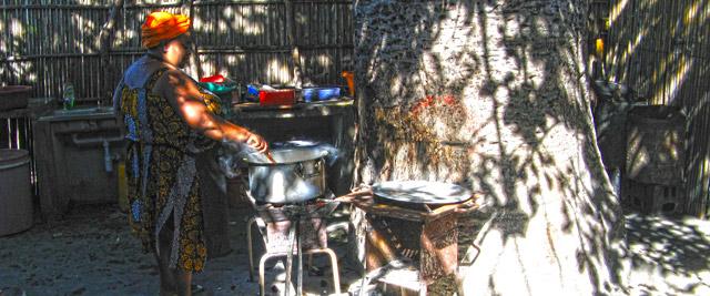 Dona Sara a preparar o nosso almoço