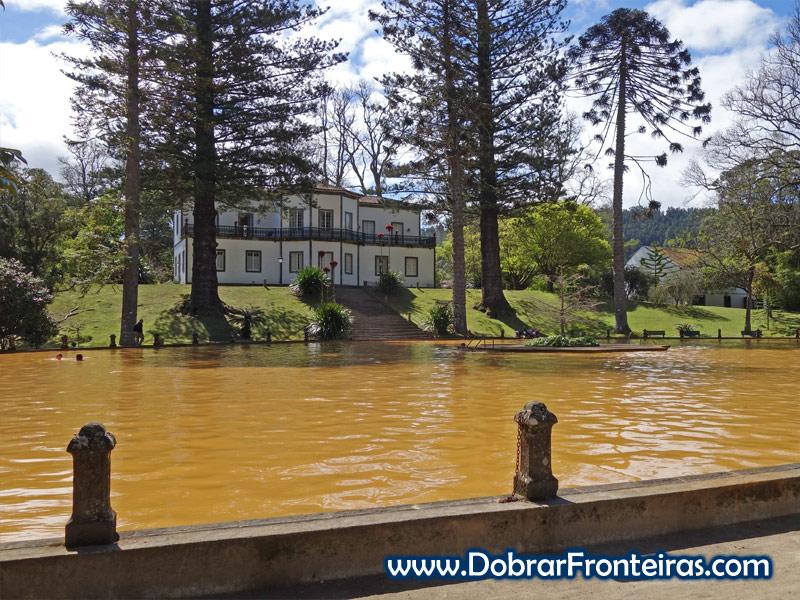 Tanque de águas termais no Parque Terra Nostra, Açores