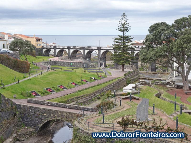 Jardim do Paraíso e ponte na Ribeira Grande, Açores