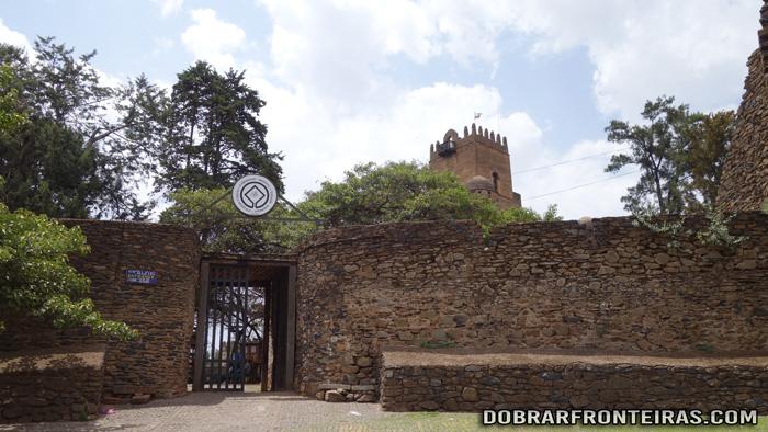 Entrada no castelo de Fasiladas em Gondar