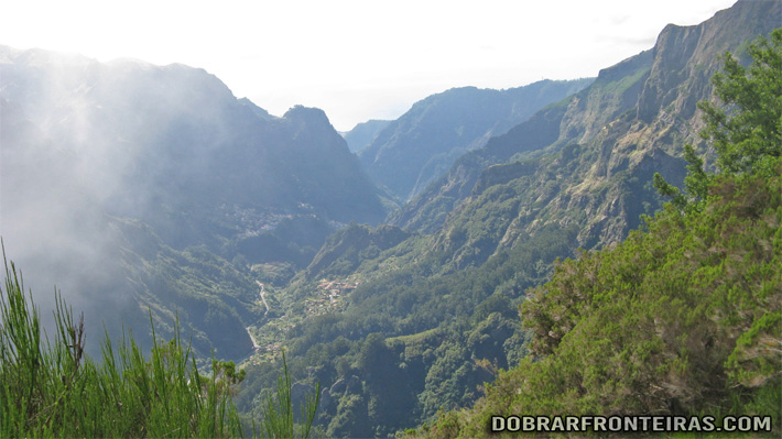 Vista fenomenal na vereda do Pico do Areeiro à Encomeada