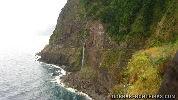 Véu da noiva, sobre a ER101, Ilha da Madeira