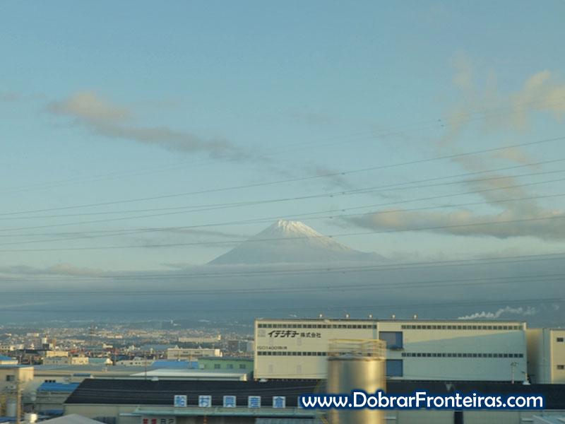 Vista para o monte Fuji a bordo do Shinkansen entre Tóquio e Osaka
