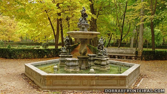 Uma das belíssimas fontes dos jardim de Aranjuez