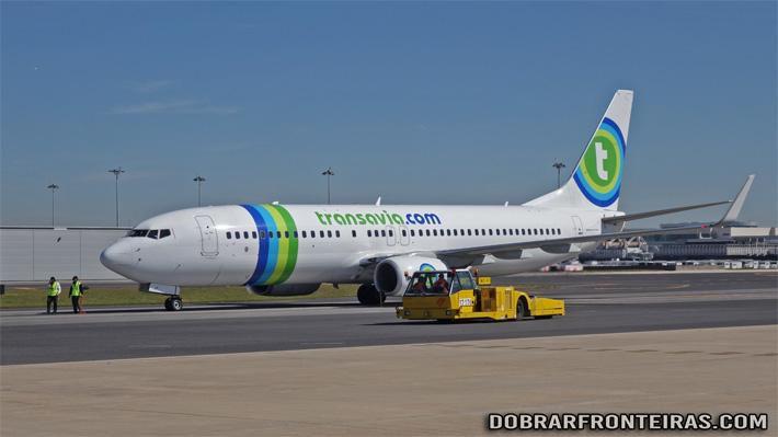 Avião da Transavia no aeroporto de Lisboa