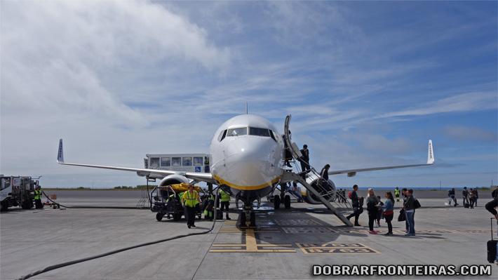 Avião da Ryanair em Ponta Delgada.