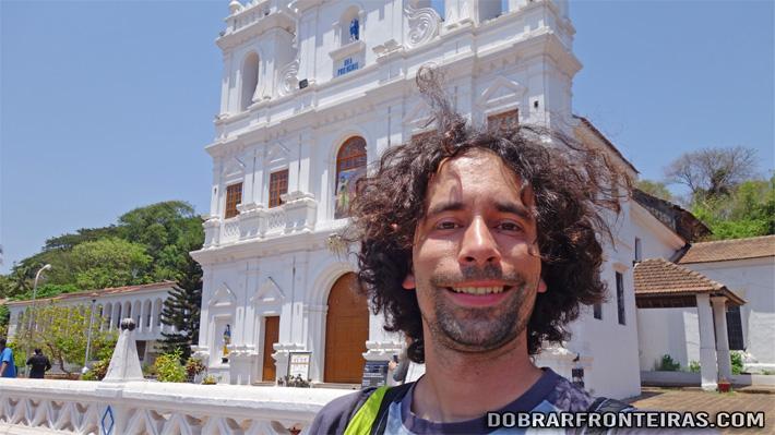 Eu à chegada a Pangim, junto à igreja da Imaculada Conceição