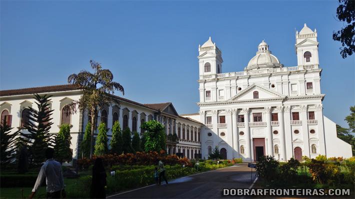 Fachada da igreja de São Caetano em Velha Goa, Índia