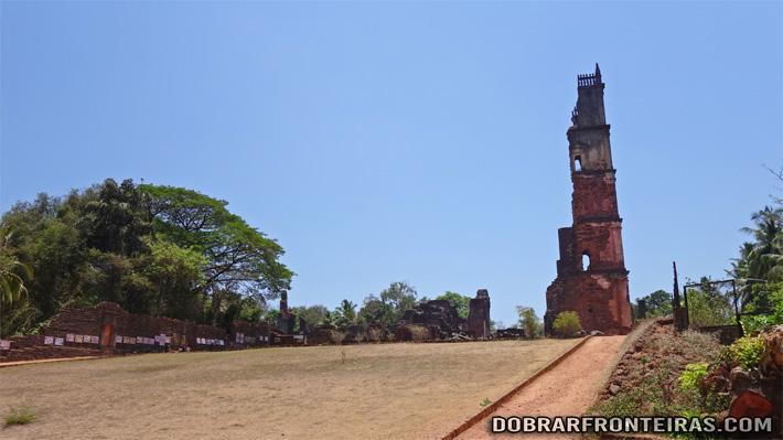 Ruína da torre da igreja de Santo Agostinho em Goa Velha
