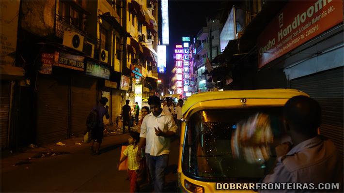 Anoitece nos bazares de Deli