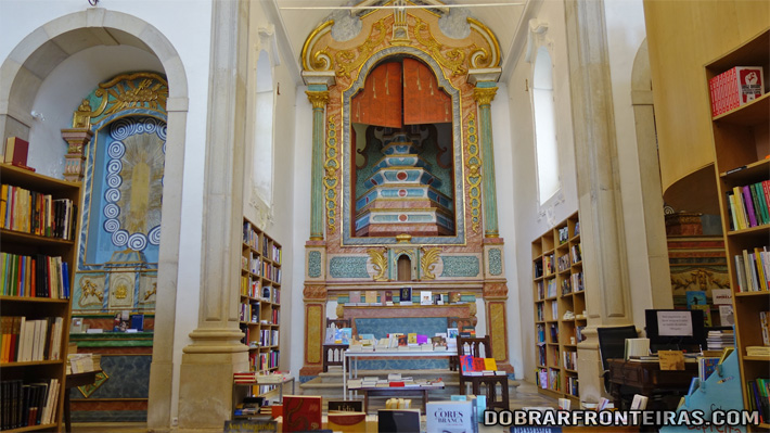 Interior da Livraria da igreja de Santiago em Óbidos