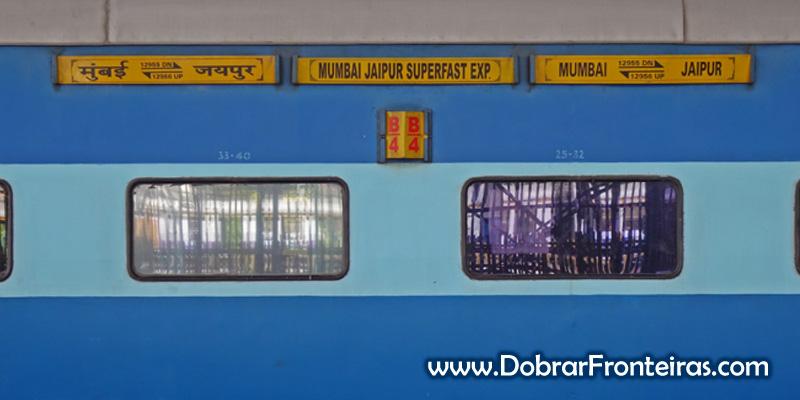 Vagão classe sleeper do comboio Jaipur - Mumbai
