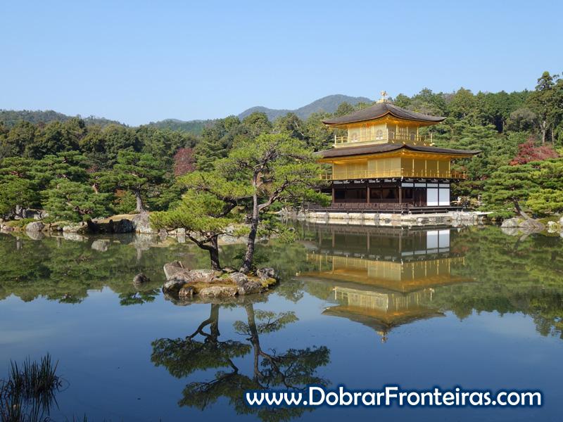 Kinkaku-ji, o templo dourado em Quioto, Japão