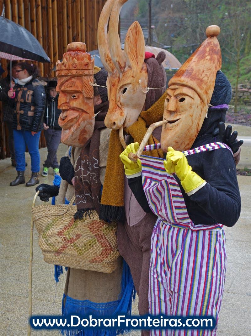 Três mascarados no entrudo de Lazarim
