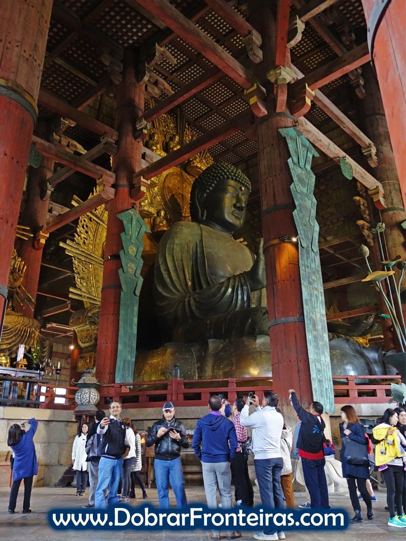 Buda gigante de Todaiji em Nara, Japão