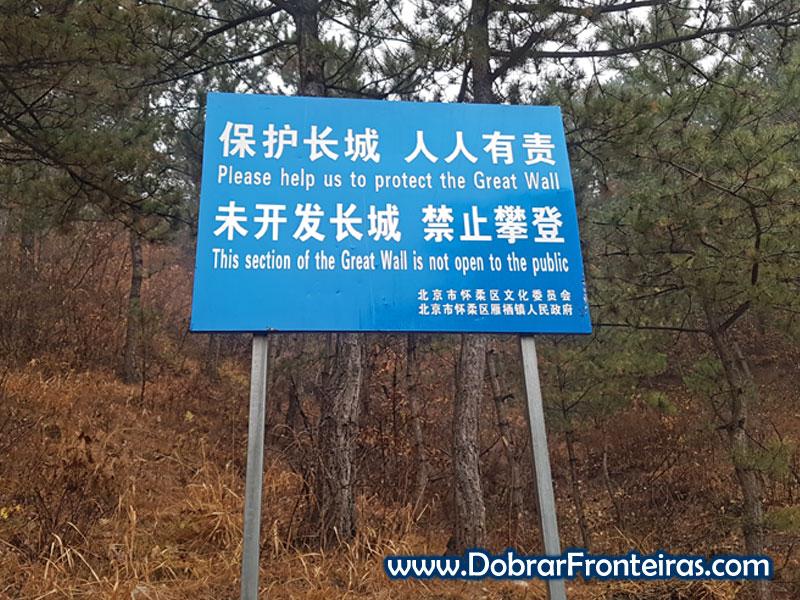 placa muralha china não restaurada