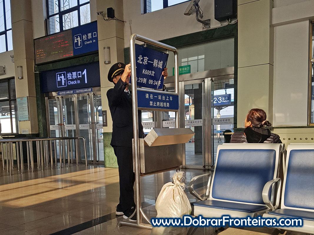 Sala de espera de comboios na China