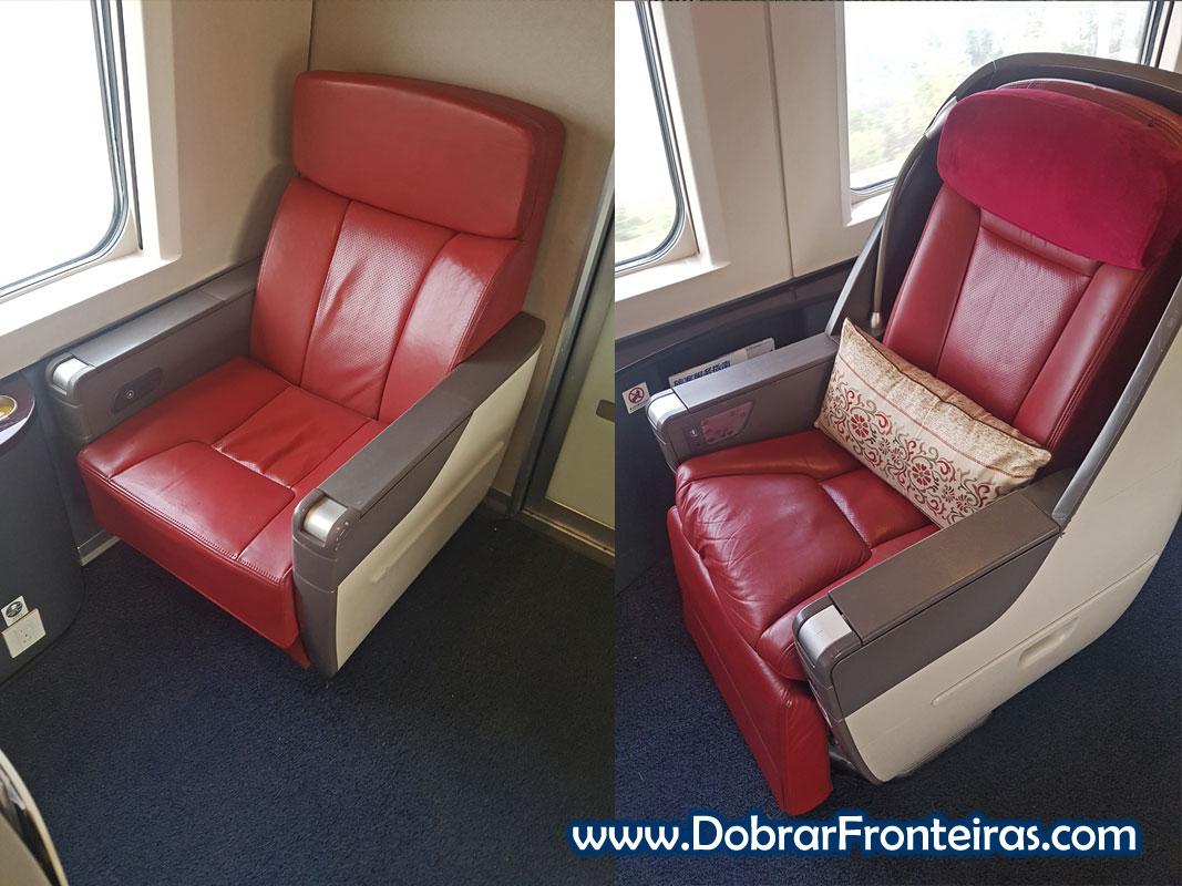 Assentos de primeira classe e classe executiva num comboio de alta velocidade na China