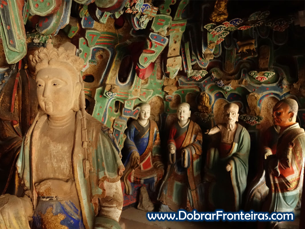 estátuas budistas mosteiro China