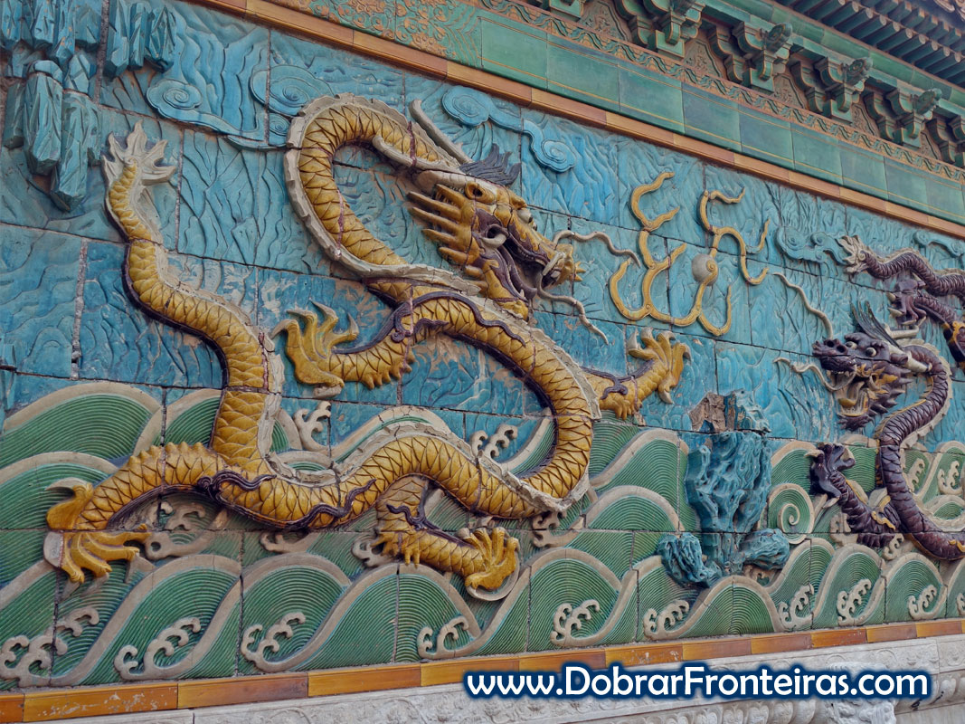 Mural dos nove dragões na cidade Proibida