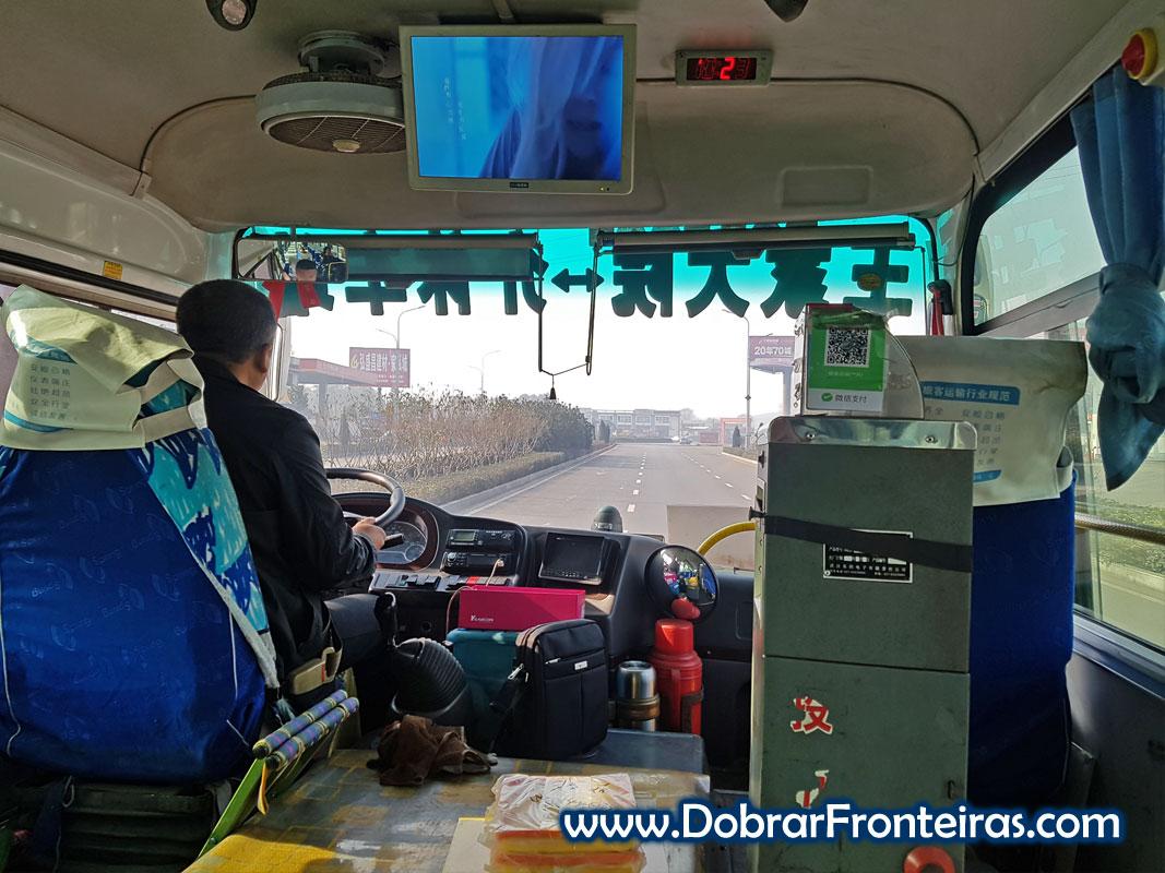 Motorista num autocarro onibus na China