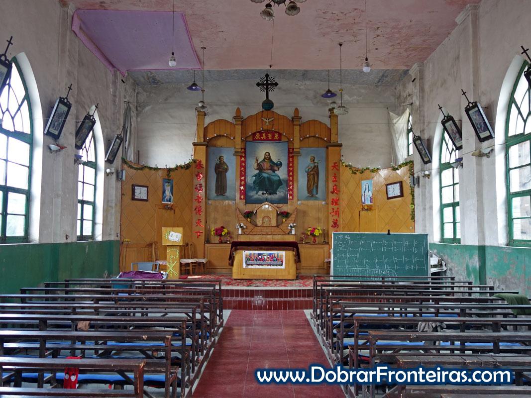 Interior de igreja cristã católica na China