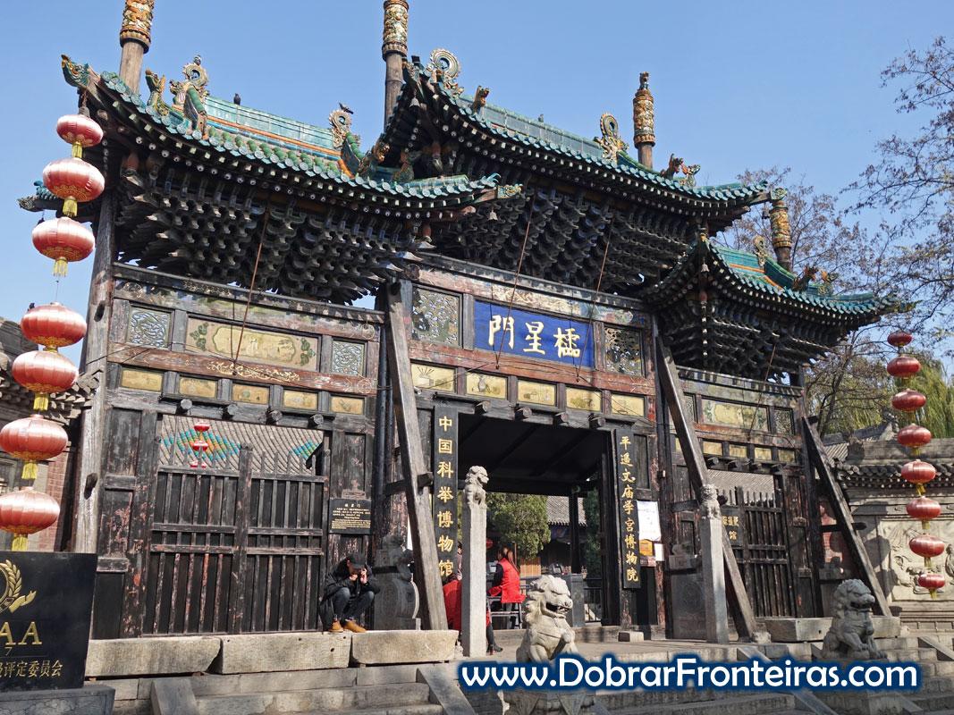 Porta principal do templo de Confúcio em Pingyao