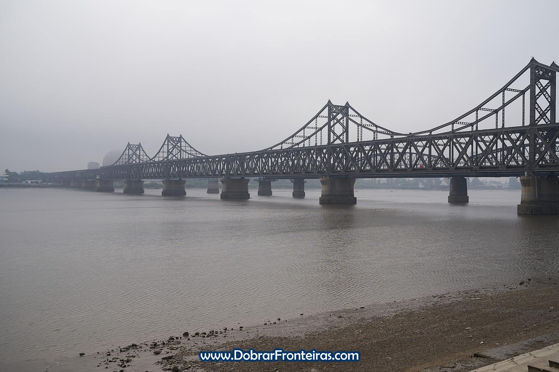 Ponte da Amizade Sino-Coreana sobre o rio Yalo, Dandong, China