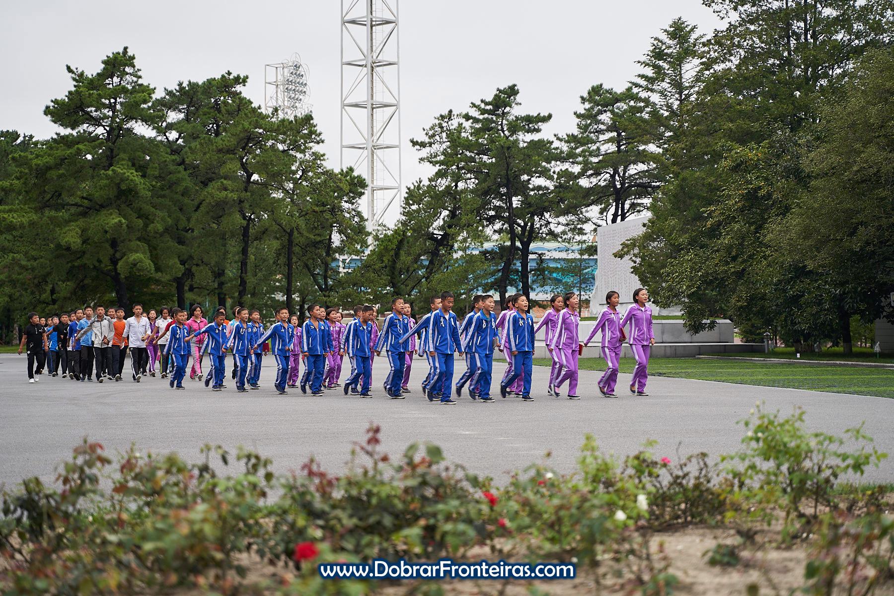 Crianças em campo de férias na Coreia do Norte
